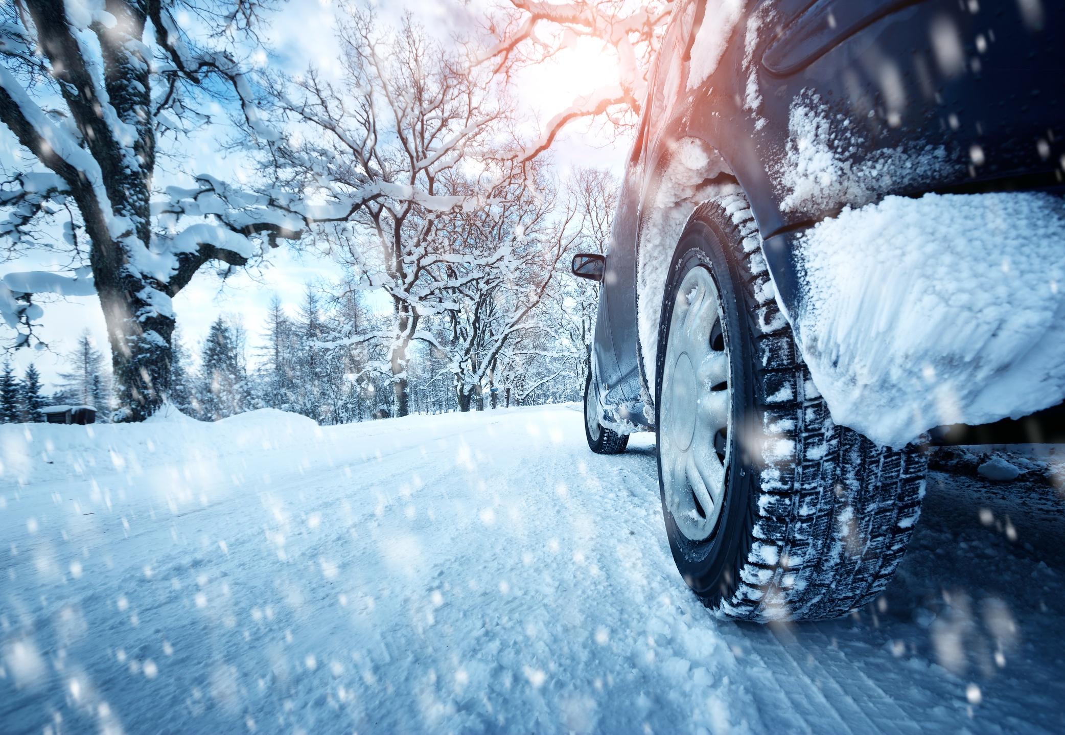 Môžete mať obuté vpredu letné a vzadu zimné pneumatiky?