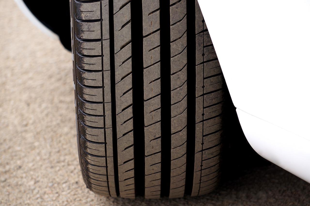 Lacné pneumatiky vám môžu slúžiť tisícky kilometrov