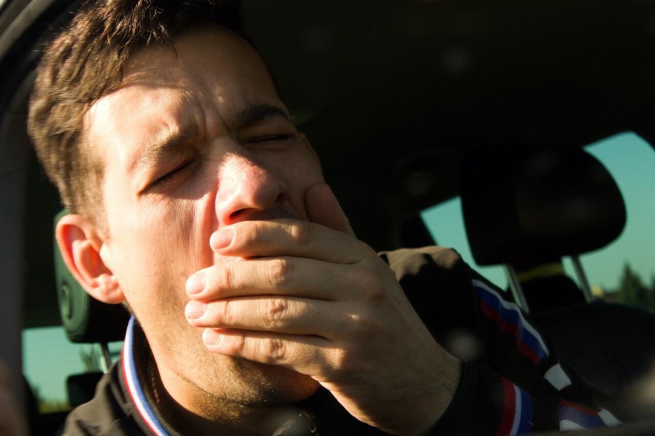 Ako predísť mikrospánku za volantom